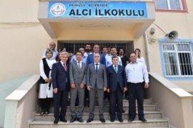 Vali Karahan Acıpayam'da diploma dağıttı