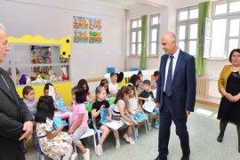 Öğrenciler Karnelerini Vali Karahan'dan Aldılar