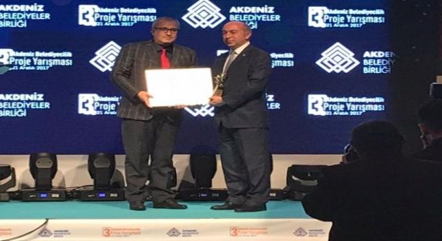 Çameli Belediye Başkanı Cengiz Arslan Ödülü Verdi