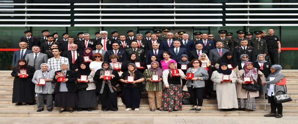 Gazi ve Gazi Yakınlarıına Milli Mücadele Madalyaları ve Beratı Verildi